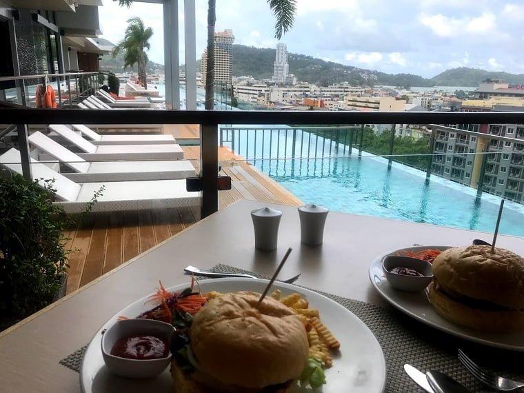 マリーナ・プーケット・ホテルのハンバーガー