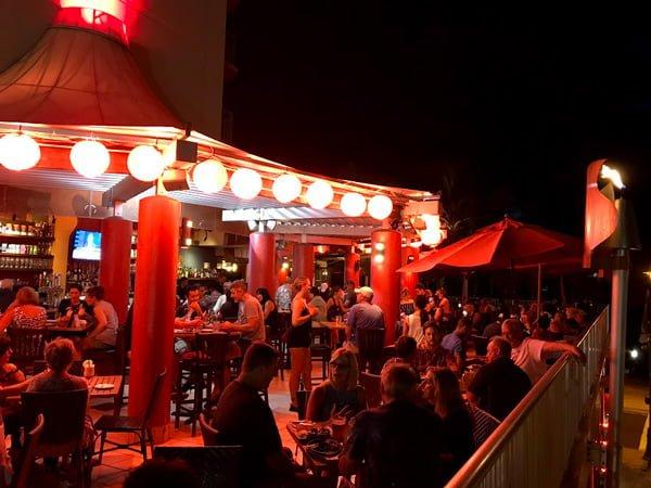 ティキズ グリル&バー(Tiki's Grill & Bar)